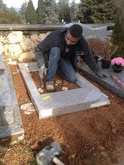 pose de monument funéraire